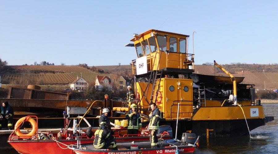 20.12.2016 [W3] Schiffsbrand, Rhein Nierstein